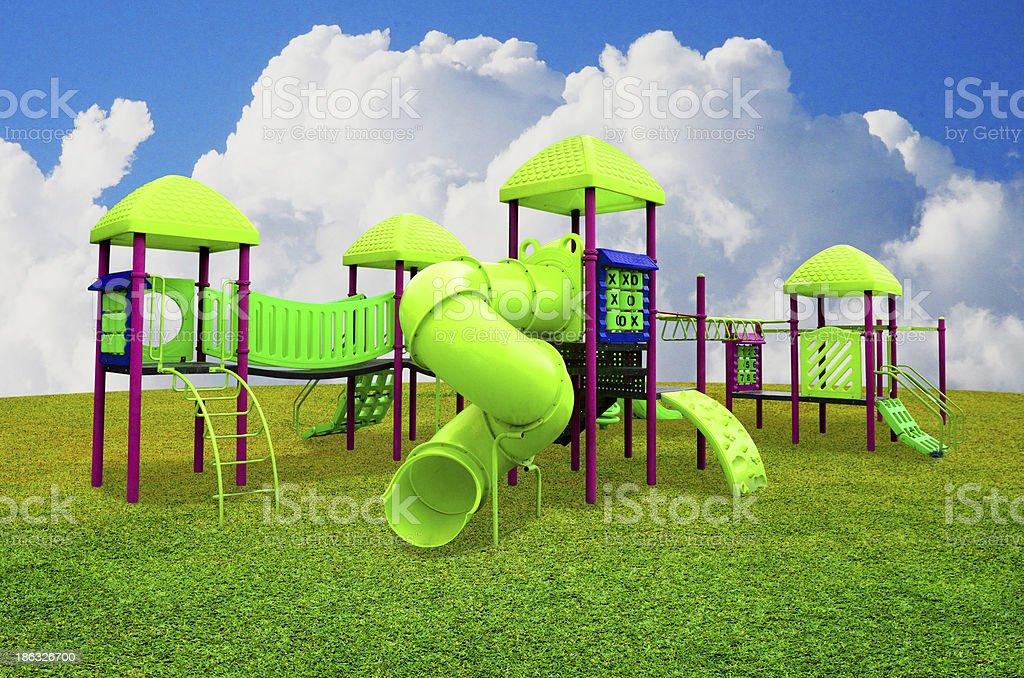 patio de juegos para nios en el jardn con nice sky foto de stock libre de