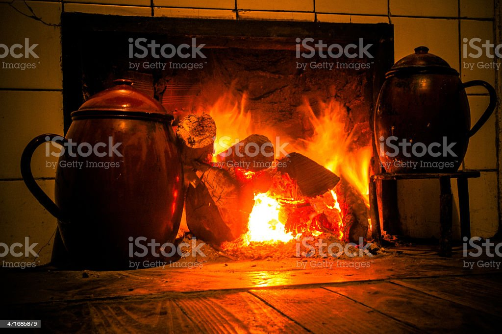 chimney pots on the fire - Pucheros en la chimenea stock photo