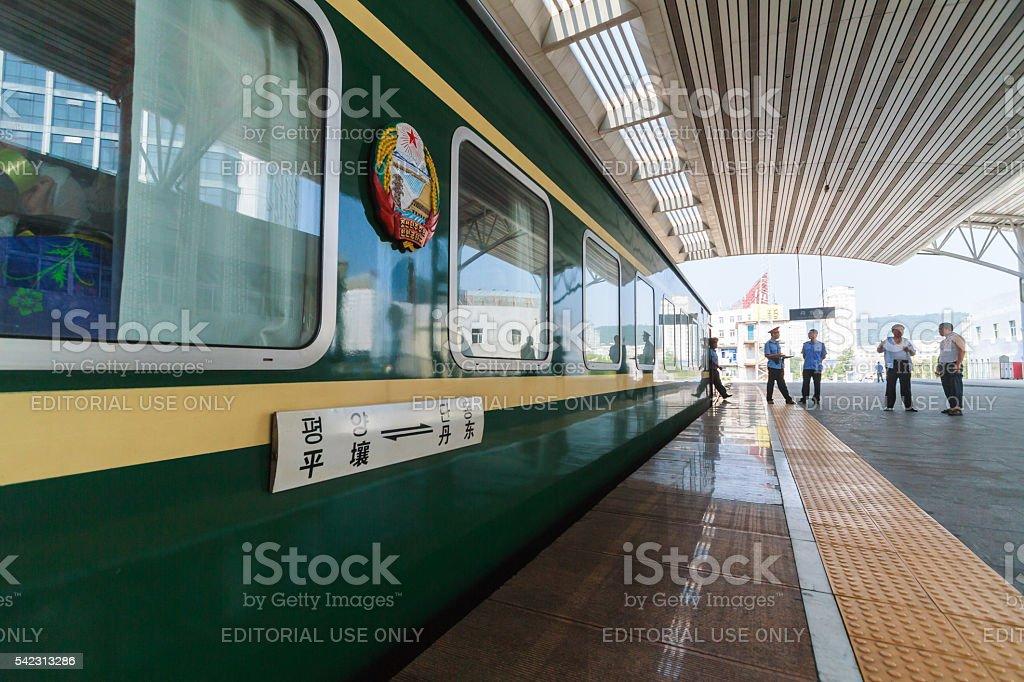 China-Pyongyang (North Korea) train at Dandong station stock photo