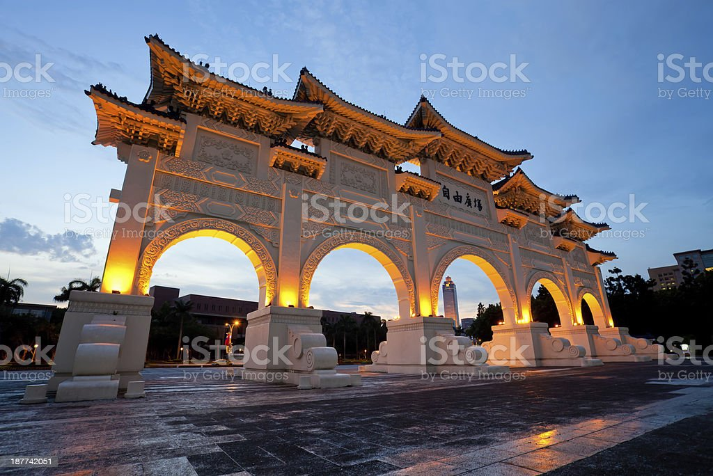 Chinese archway on Liberty Square in Taipei Taiwan at dusk stock photo