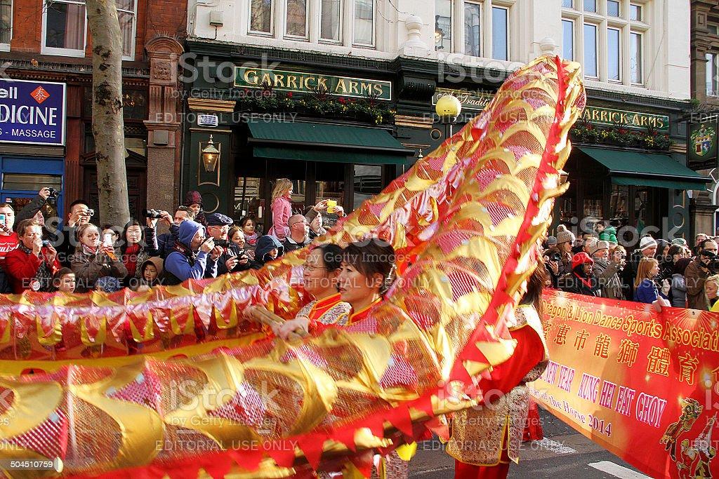 Drago cinese danza in parata di Capodanno foto stock royalty-free