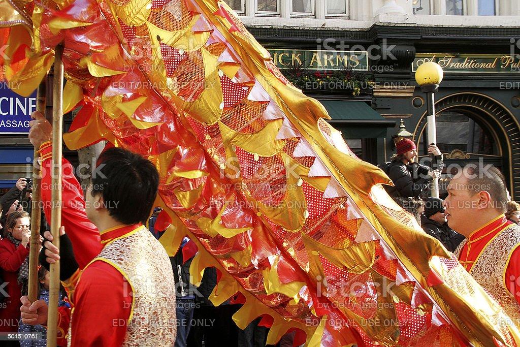 Drago cinese danza prestazioni in parata di Capodanno foto stock royalty-free