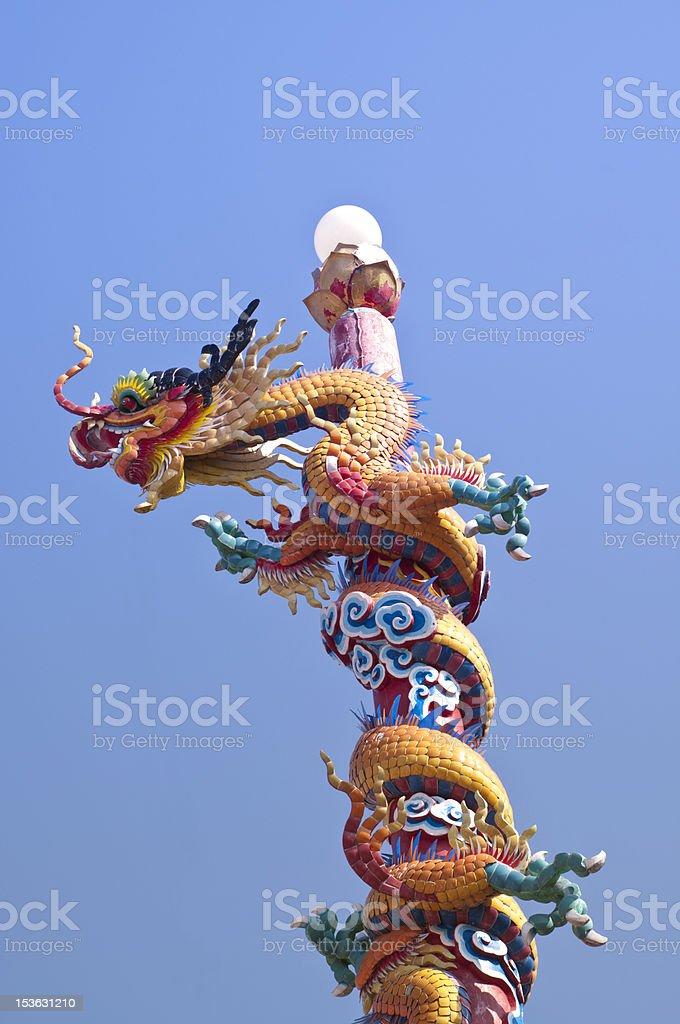 Chiński Smok na niebieski niebo w tle zbiór zdjęć royalty-free