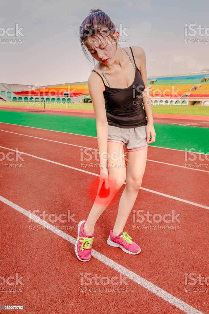 Chinese jogger with injured leg, throbbing pain stock photo