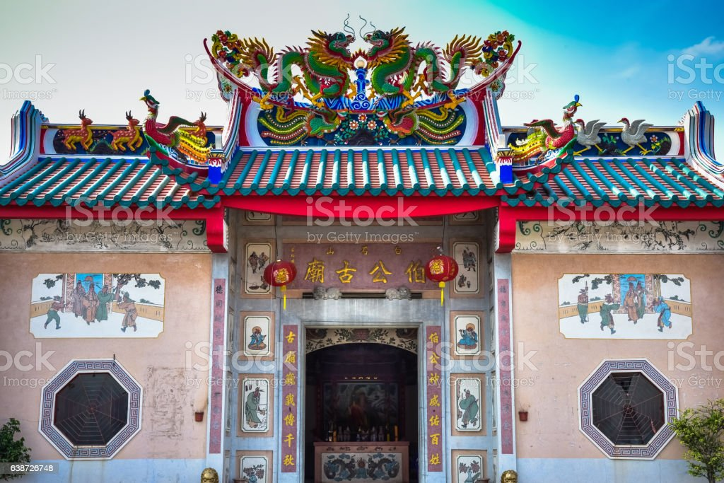 Chinese shrines are decorated with a dragon statue. stock photo