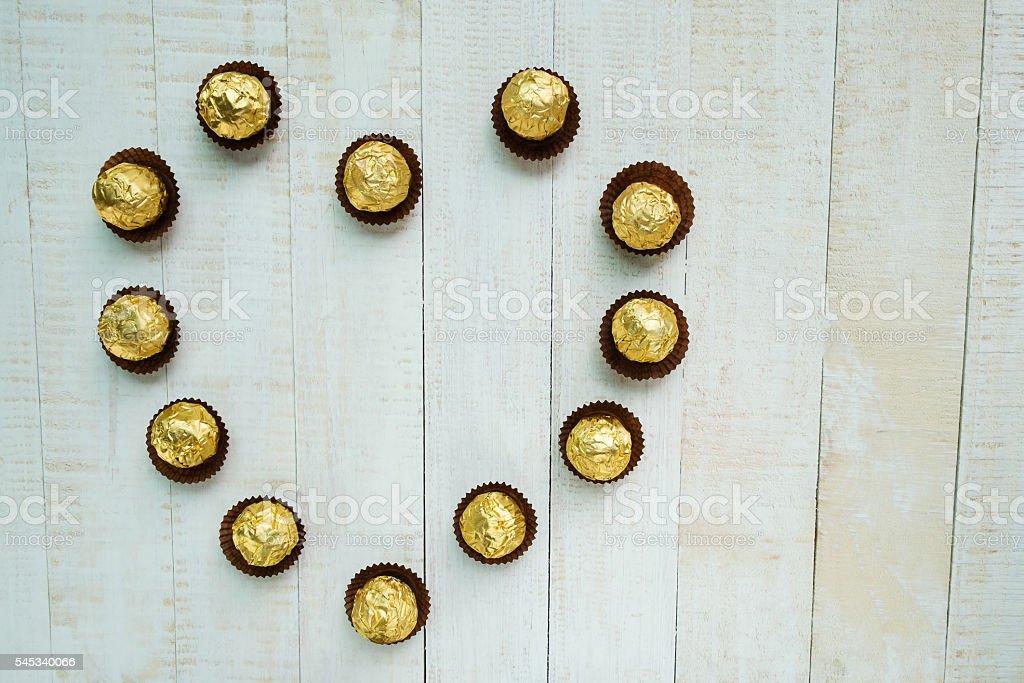 Chocolates arranged in a heart shape Lizenzfreies stock-foto