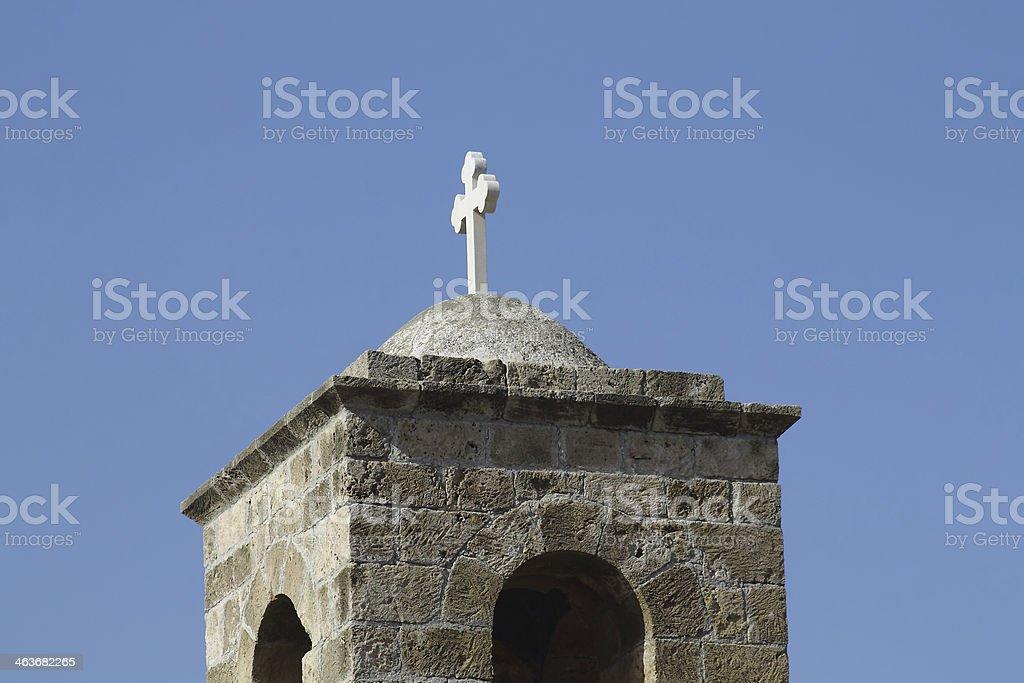 Christian cruce en la capilla foto de stock libre de derechos