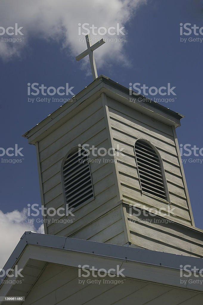 Iglesia belltower con cruzamiento foto de stock libre de derechos