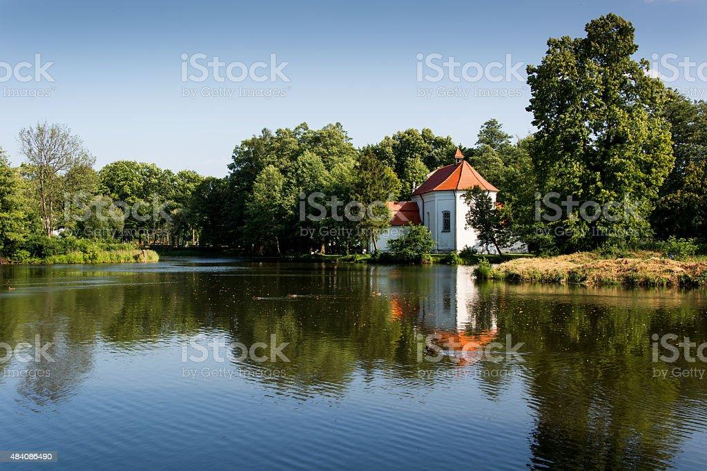 Iglesia en el agua foto de stock libre de derechos