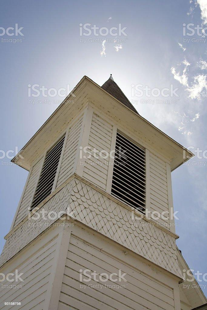 Chiesa Torre con guglia foto stock royalty-free