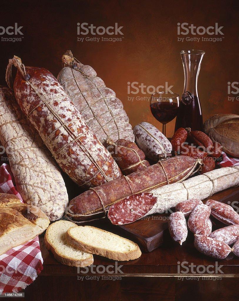 Cibo Italiano Salami Pane e Vino stock photo