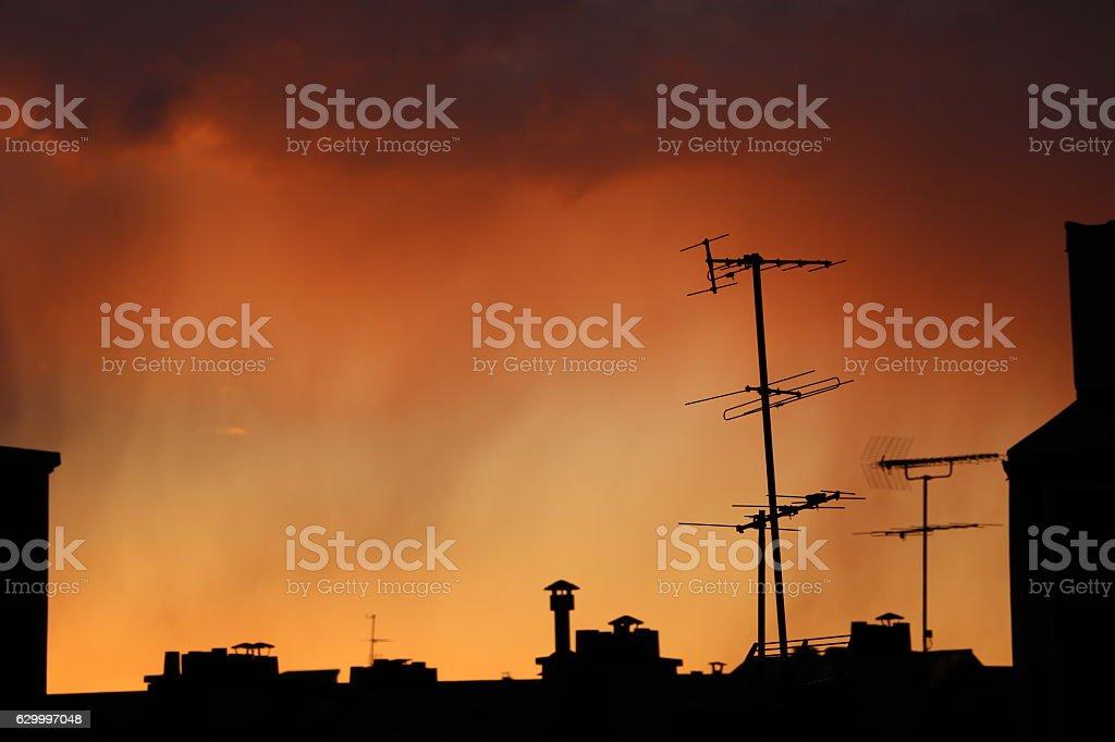 Ciel de feu à Paris stock photo