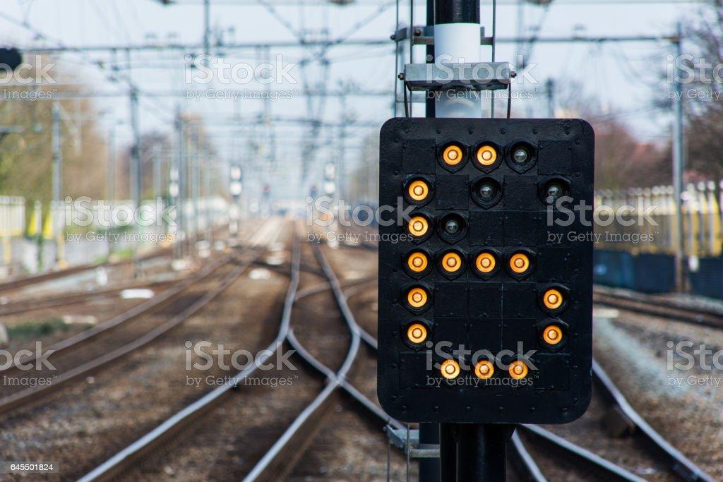 Cijfer 6 in lichtbak van een spoorsein stock photo