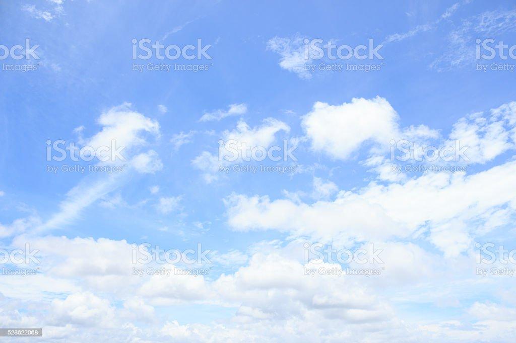 Четкие белые Отель Cumulus clould и Облачный пейзаж skyhorizon на синем фоне Стоковые фото Стоковая фотография