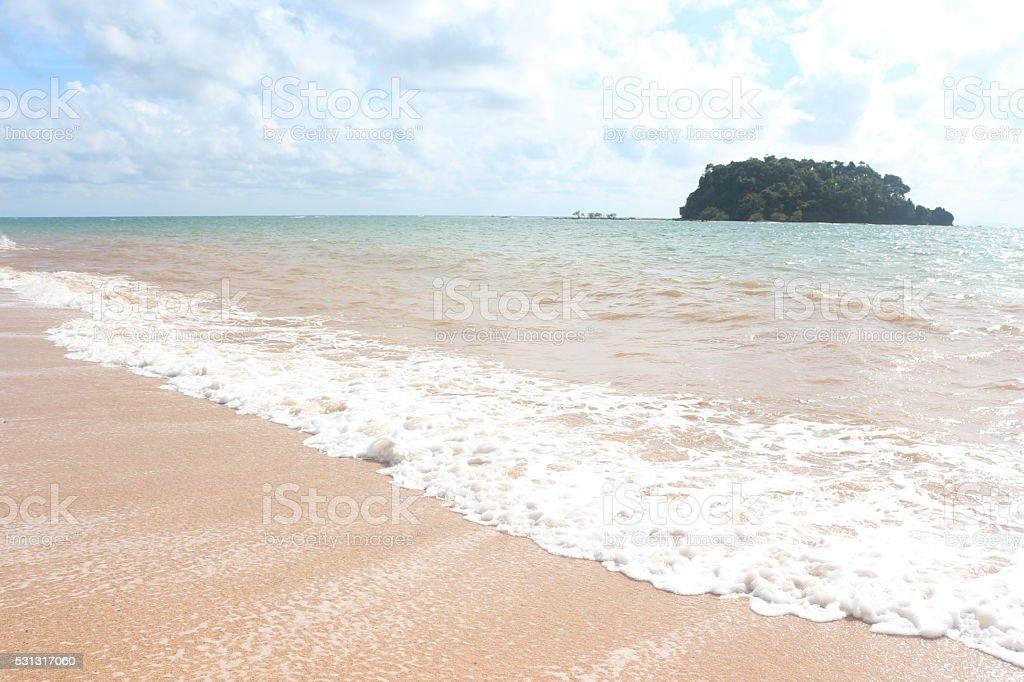 Вода волны ясно море пляж на время отдыха и отпуск. Стоковые фото Стоковая фотография