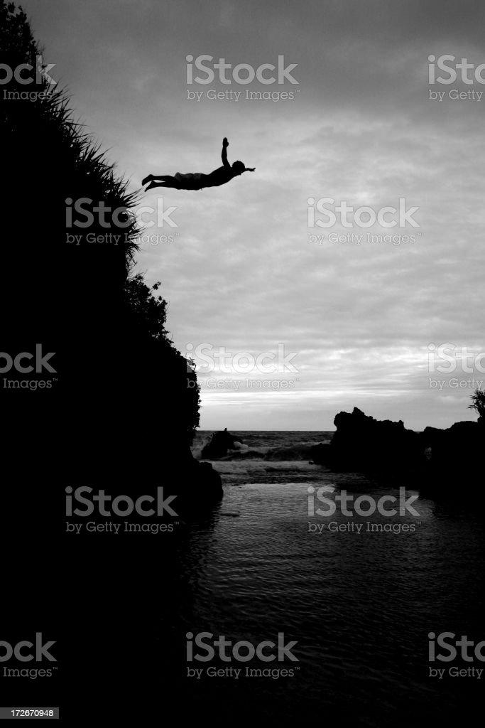 Plongeur depuis la falaise photo libre de droits