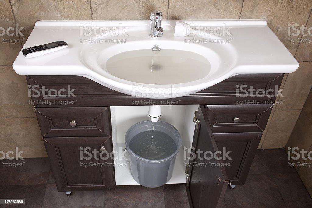 Badewanne, Überschwemmung, Badezimmer, Badezimmerschrank, Eimer