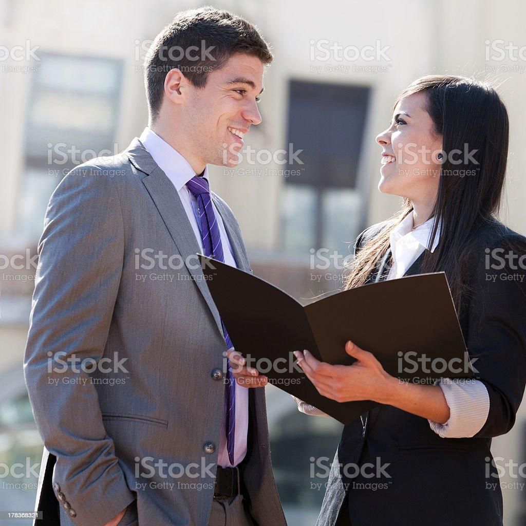 Gros plan d'affaires, un couple à l'extérieur. photo libre de droits