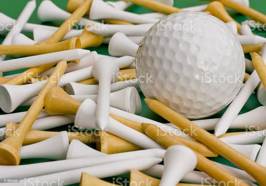 Крупным планом Мяч для гольфа и футболки Стоковые фото Стоковая фотография