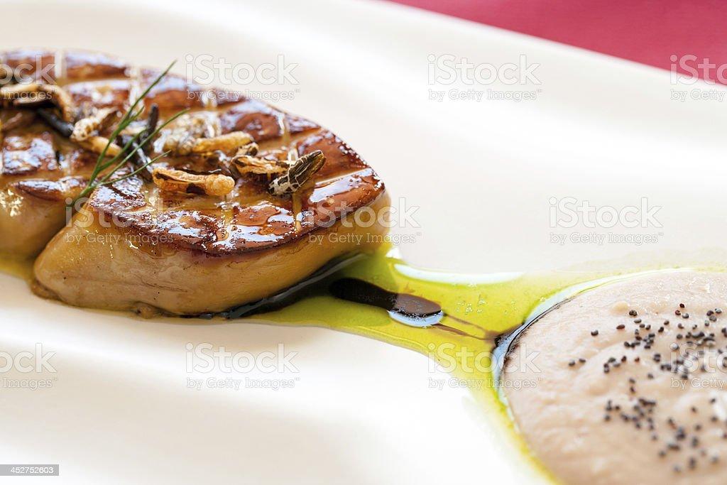 Gros plan de grillades au foie gras. photo libre de droits