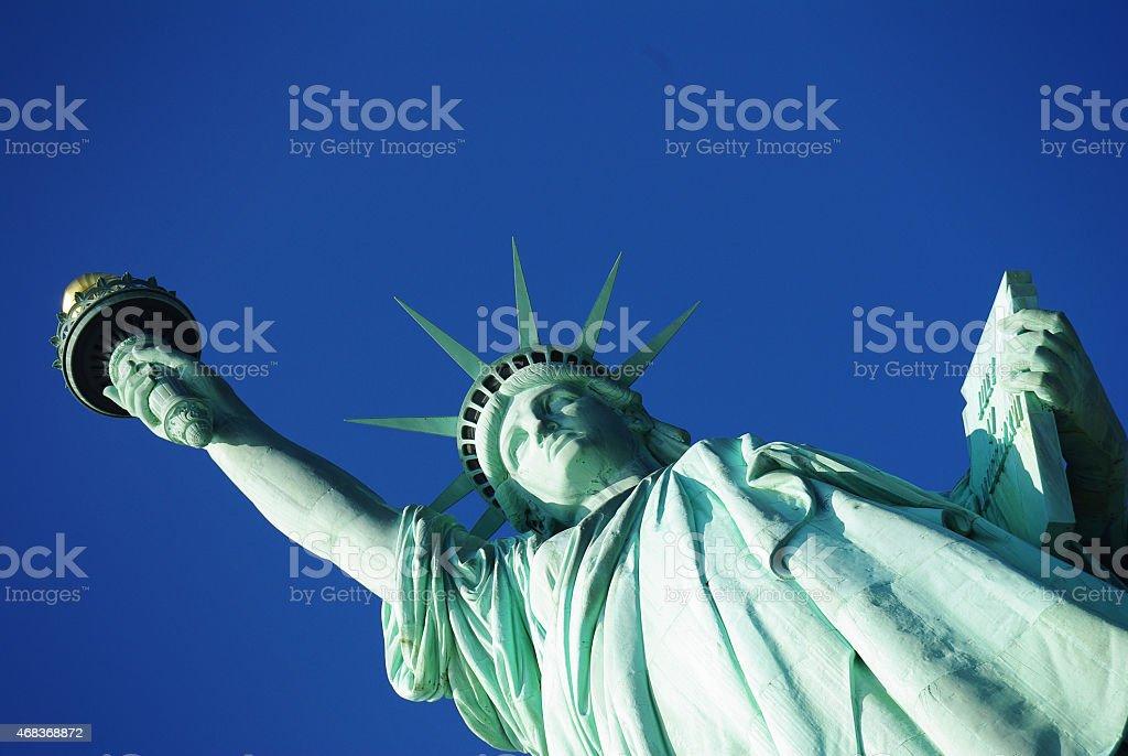 Gros plan de Lady Liberty avec ciel bleu (sans nuages) photo libre de droits