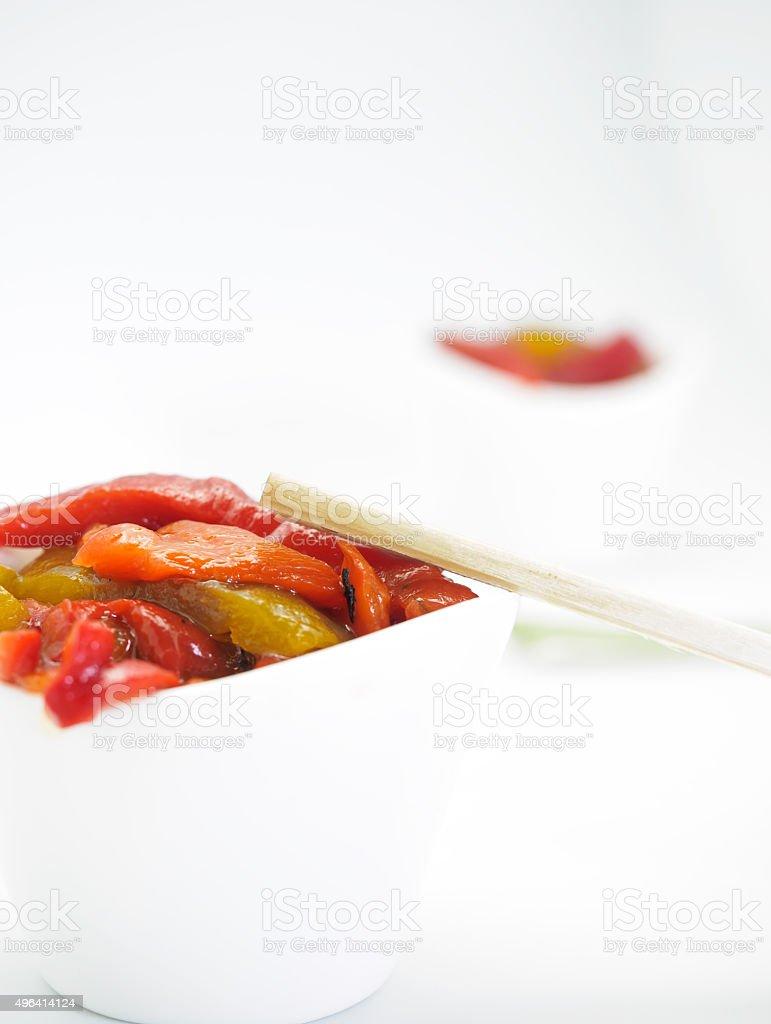 Close-up de salada de pimentão assado. Estilo Fusion foto royalty-free