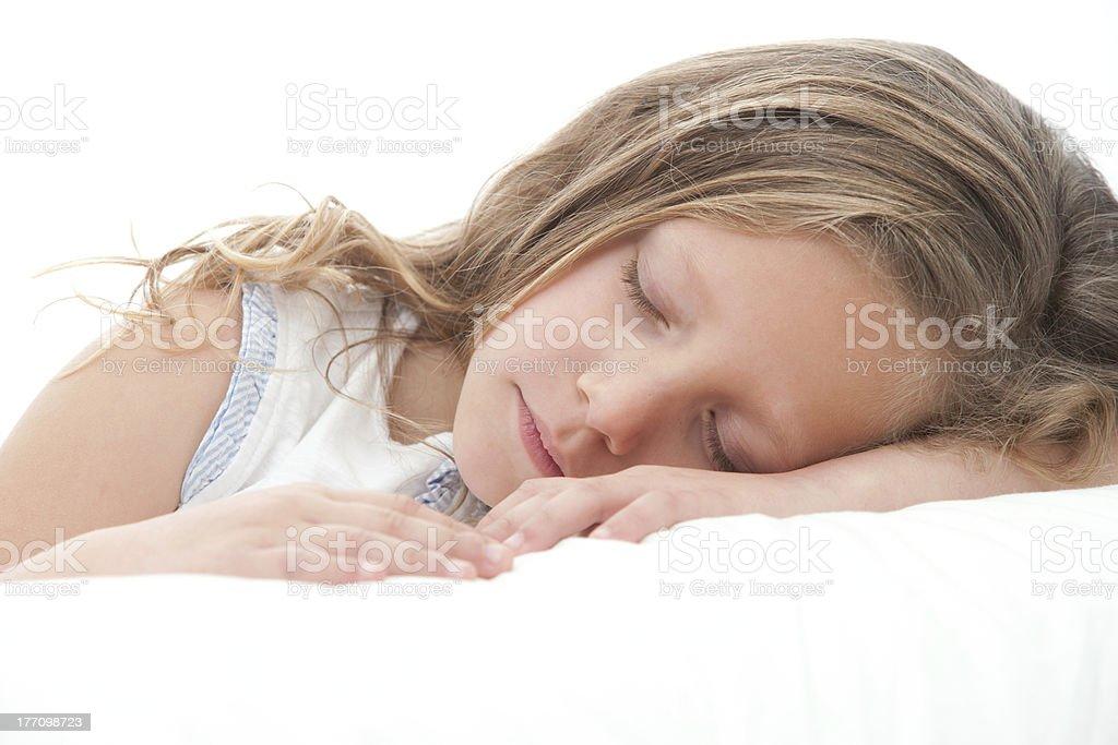 Gros plan d'une jolie fille dormir. photo libre de droits