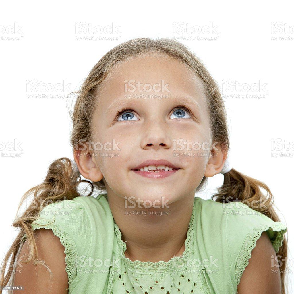 Gros plan portrait de jolie fille à la recherche. photo libre de droits