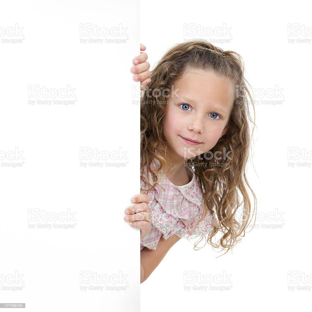 Gros plan portrait de jeune fille tenant espace de copie photo libre de droits