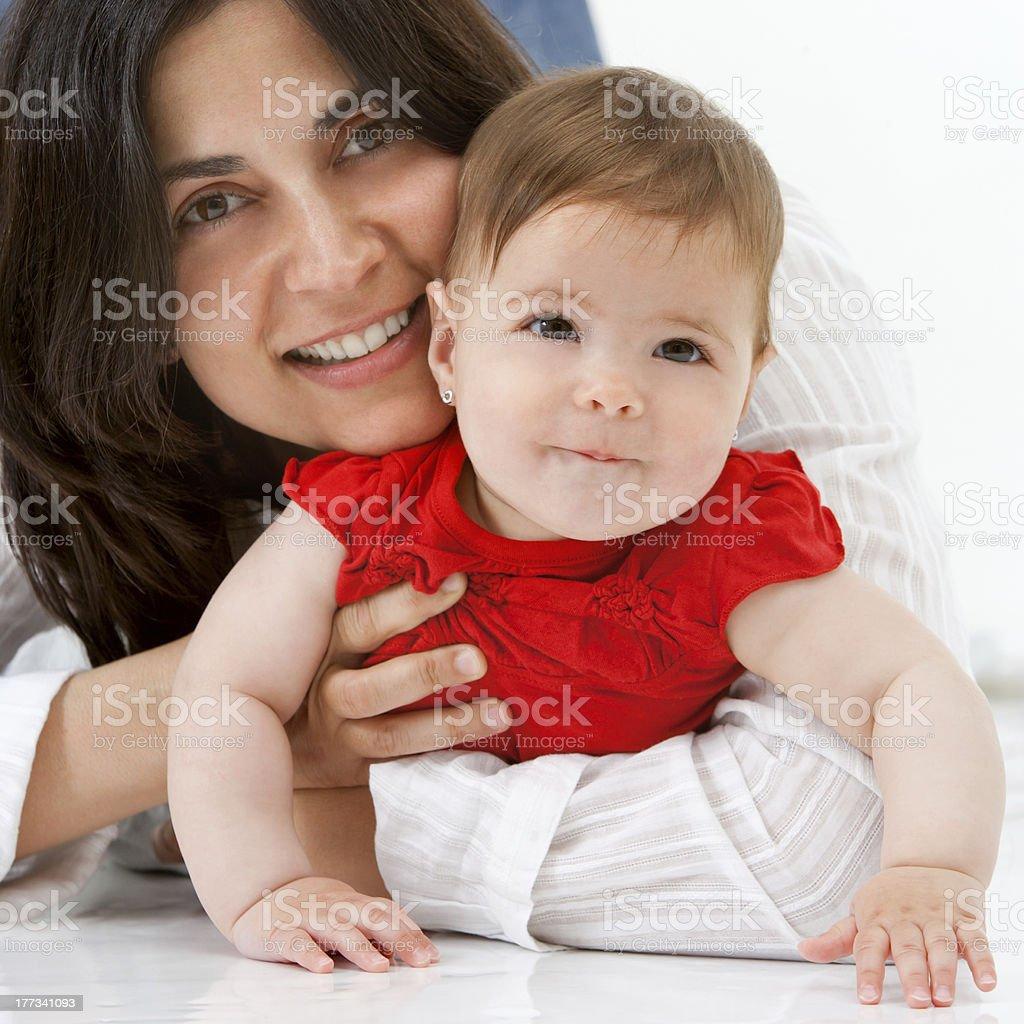 Gros plan Portrait de Mère et bébé fille. photo libre de droits