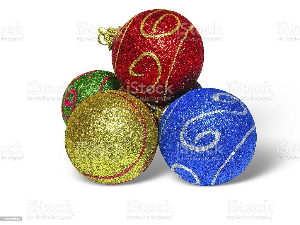 Close-up Tiro de Bolas de Natal de cor em fundo branco foto de stock royalty-free