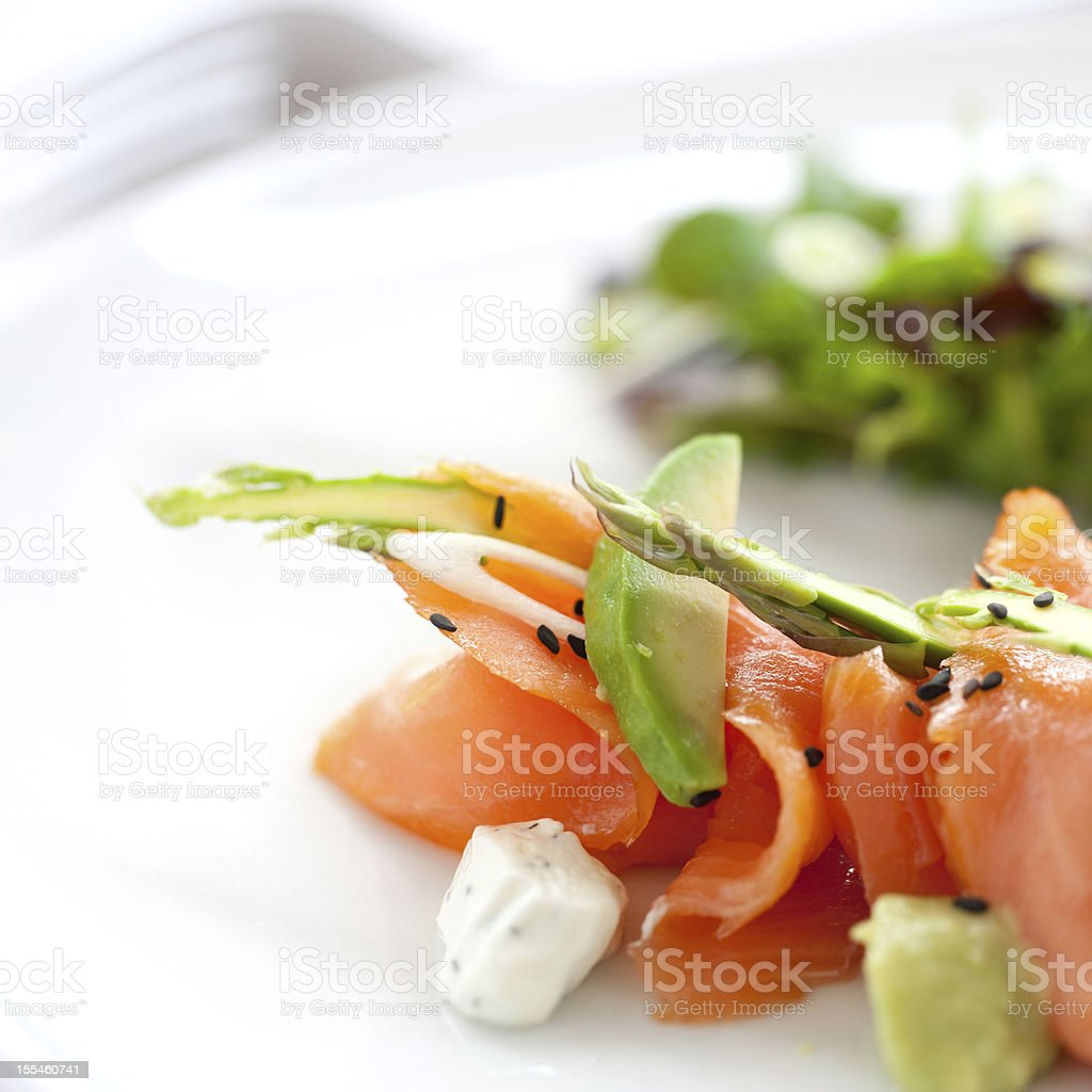 Gros plan de salade de saumon fumé photo libre de droits