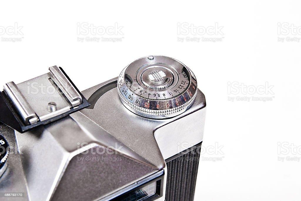 Close up view of old cámara retro sobre fondo blanco. foto de stock libre de derechos