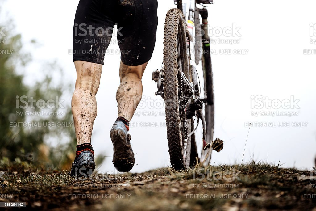 closeup dirty feet athlete mountainbiker royalty-free 스톡 사진