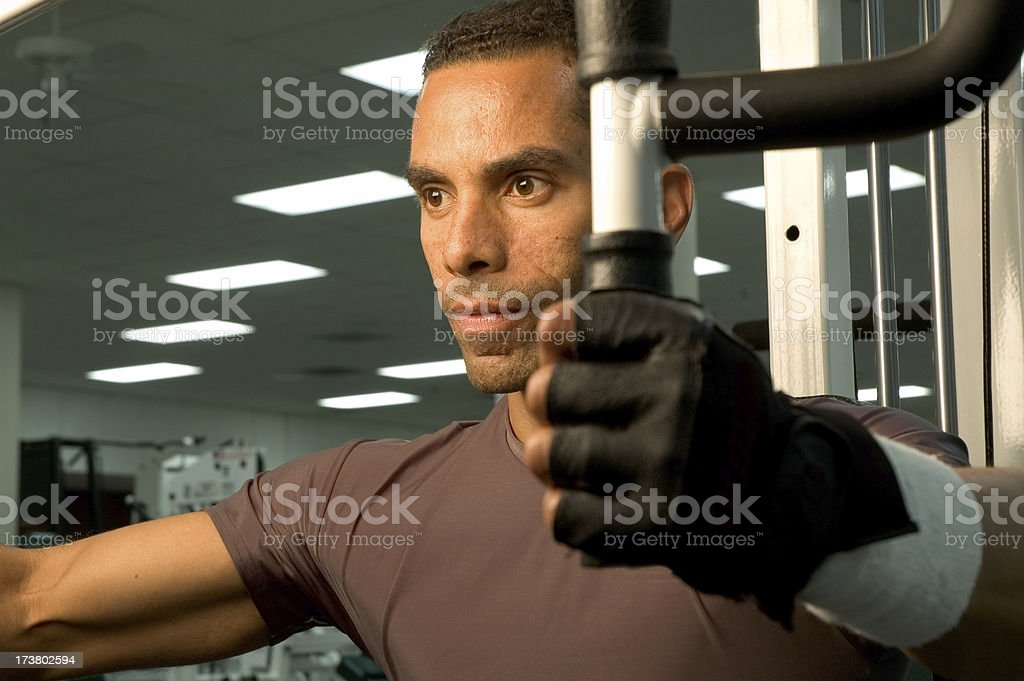 Close-up di un uomo di mezza età lavorando fuori foto stock royalty-free