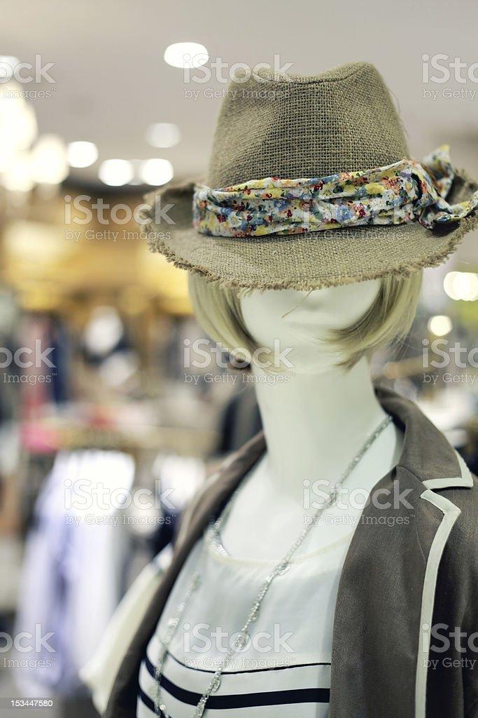 Nahaufnahme von Schaufensterpuppe im Mode-Shop Lizenzfreies stock-foto