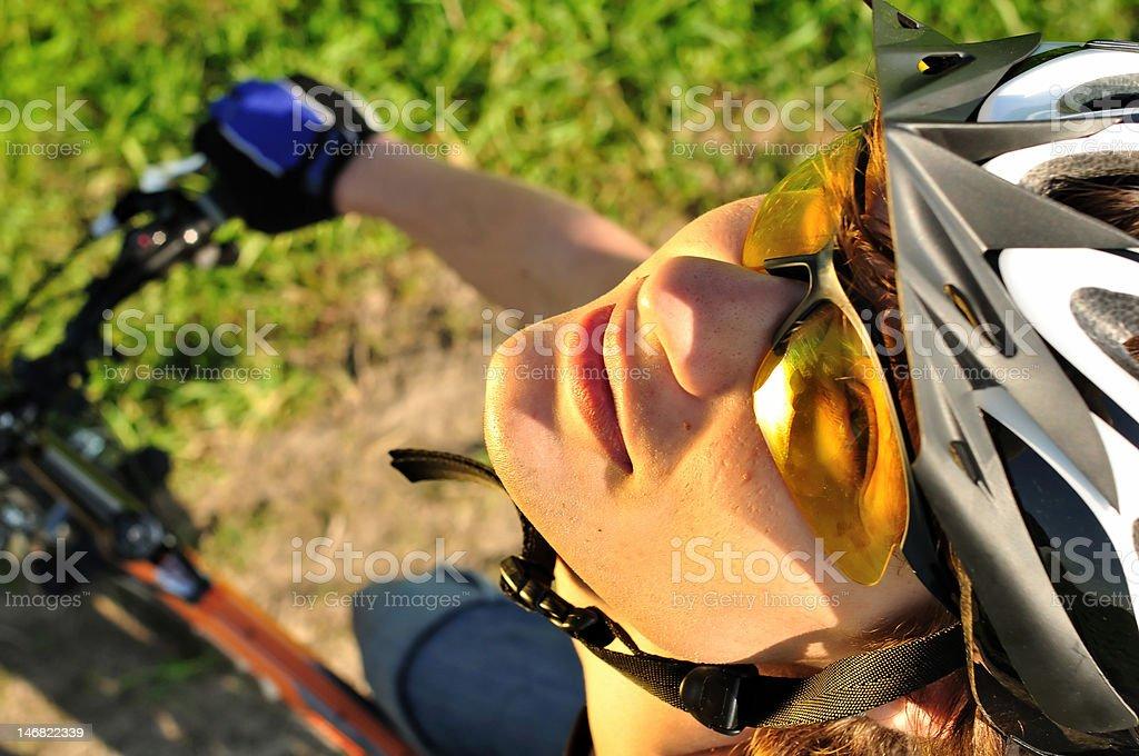 Nahaufnahme einer jungen Radfahrer Lizenzfreies stock-foto