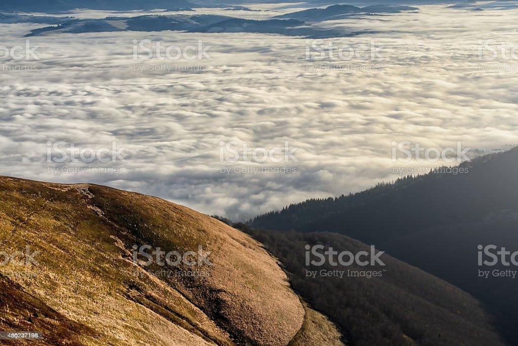 Nuageux montagnes photo libre de droits