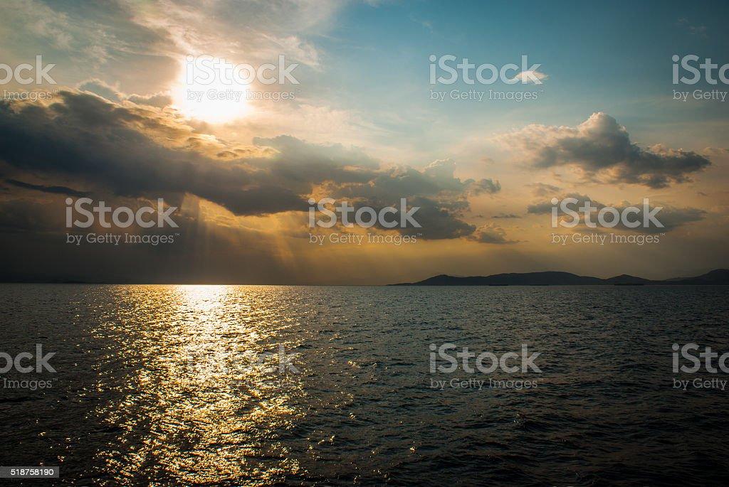 Temps nuageux sur la mer photo libre de droits