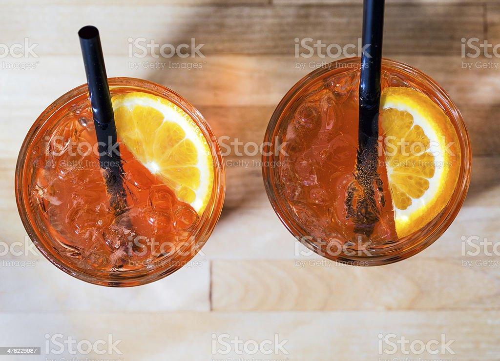 Cocktail - Aperol Sour von oben auf Holz stock photo
