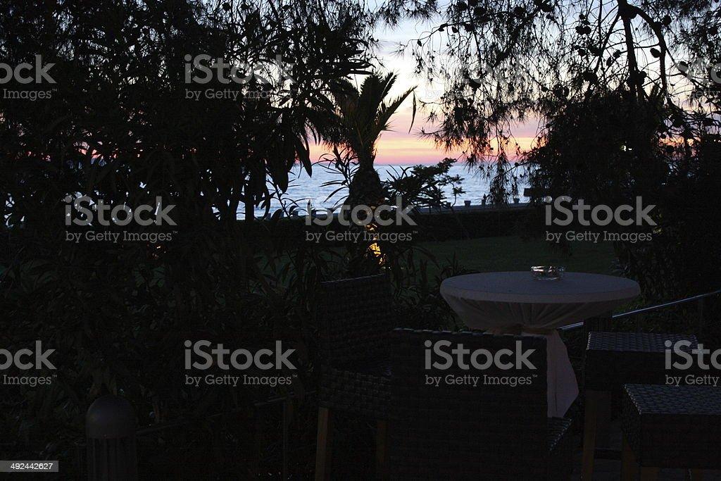 Cocktail bei Sonnenuntergang stock photo