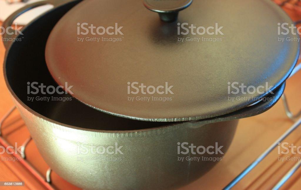 Cocotte en fonte - Cuisine d'autrefois stock photo