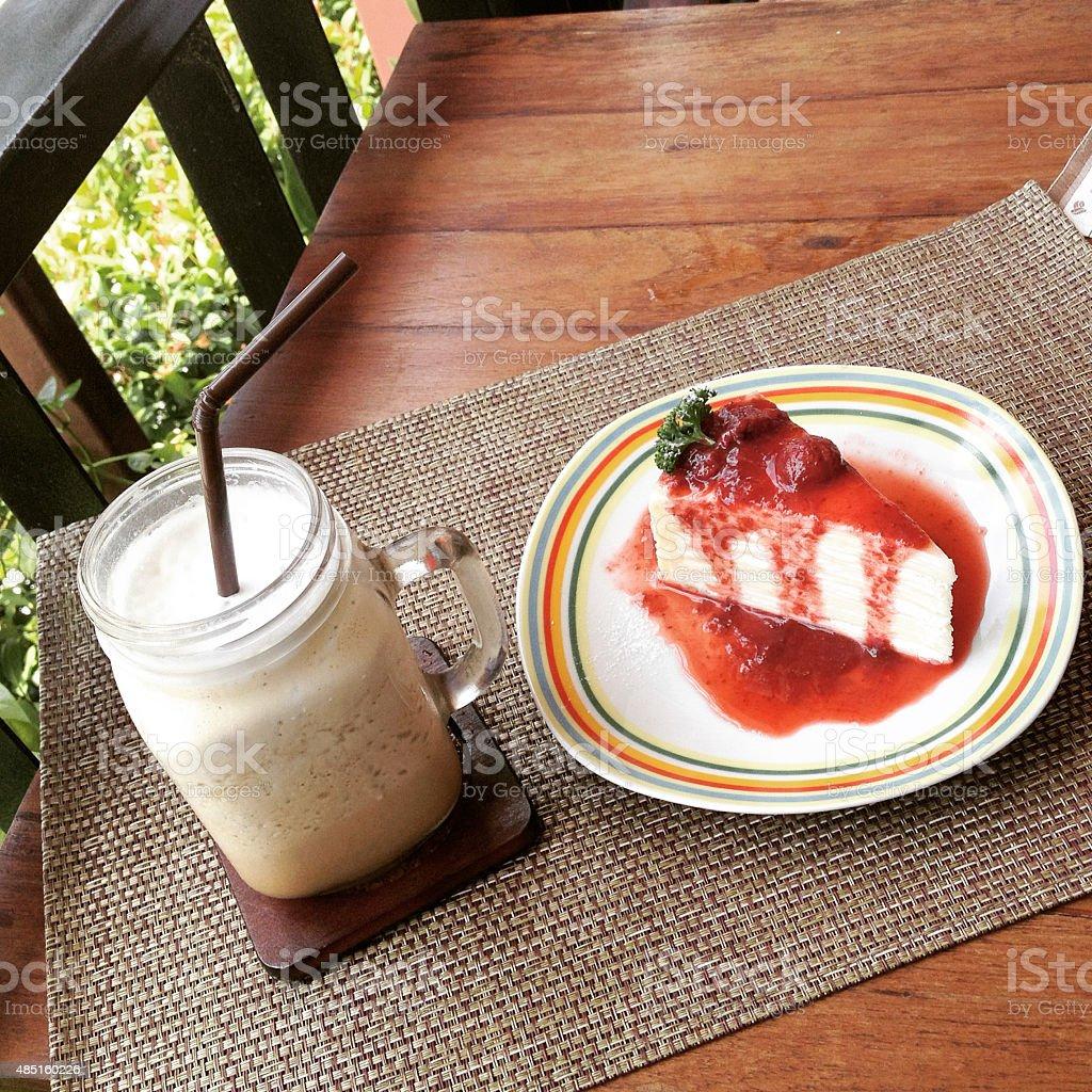 Кофе и Клубничный торт, сладкий десерт Стоковые фото Стоковая фотография