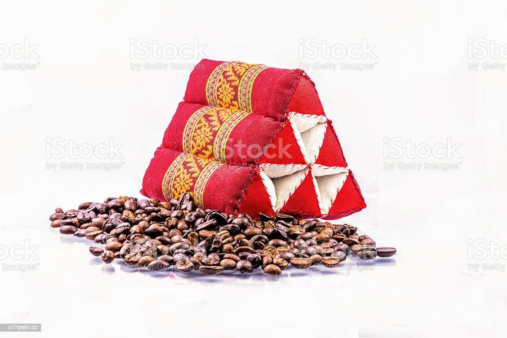 Kaffee Bohne und triangle Kissen Lizenzfreies stock-foto