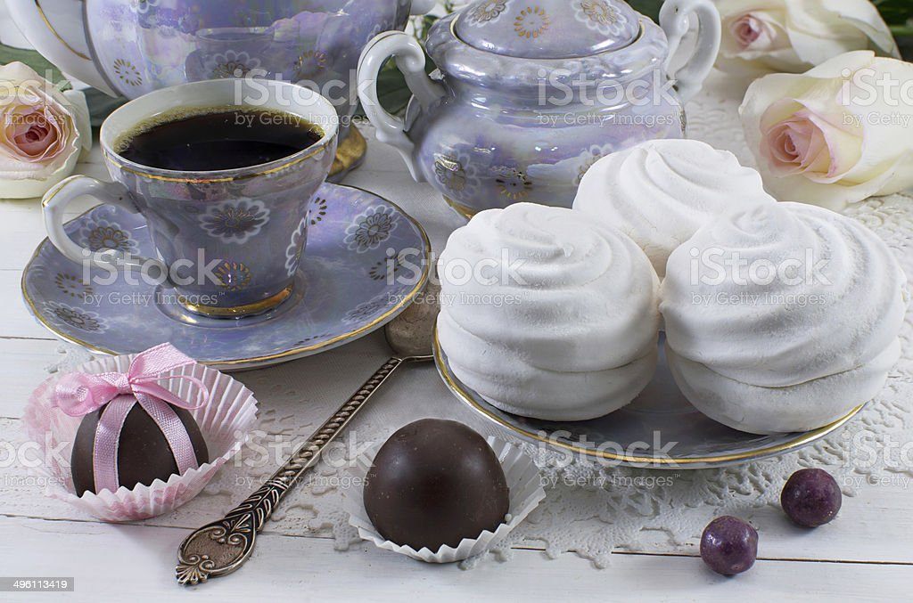 Coffee with marshmallow cakes royalty-free stock photo