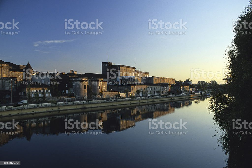 Cognac con Charente fiume, Francia. foto stock royalty-free