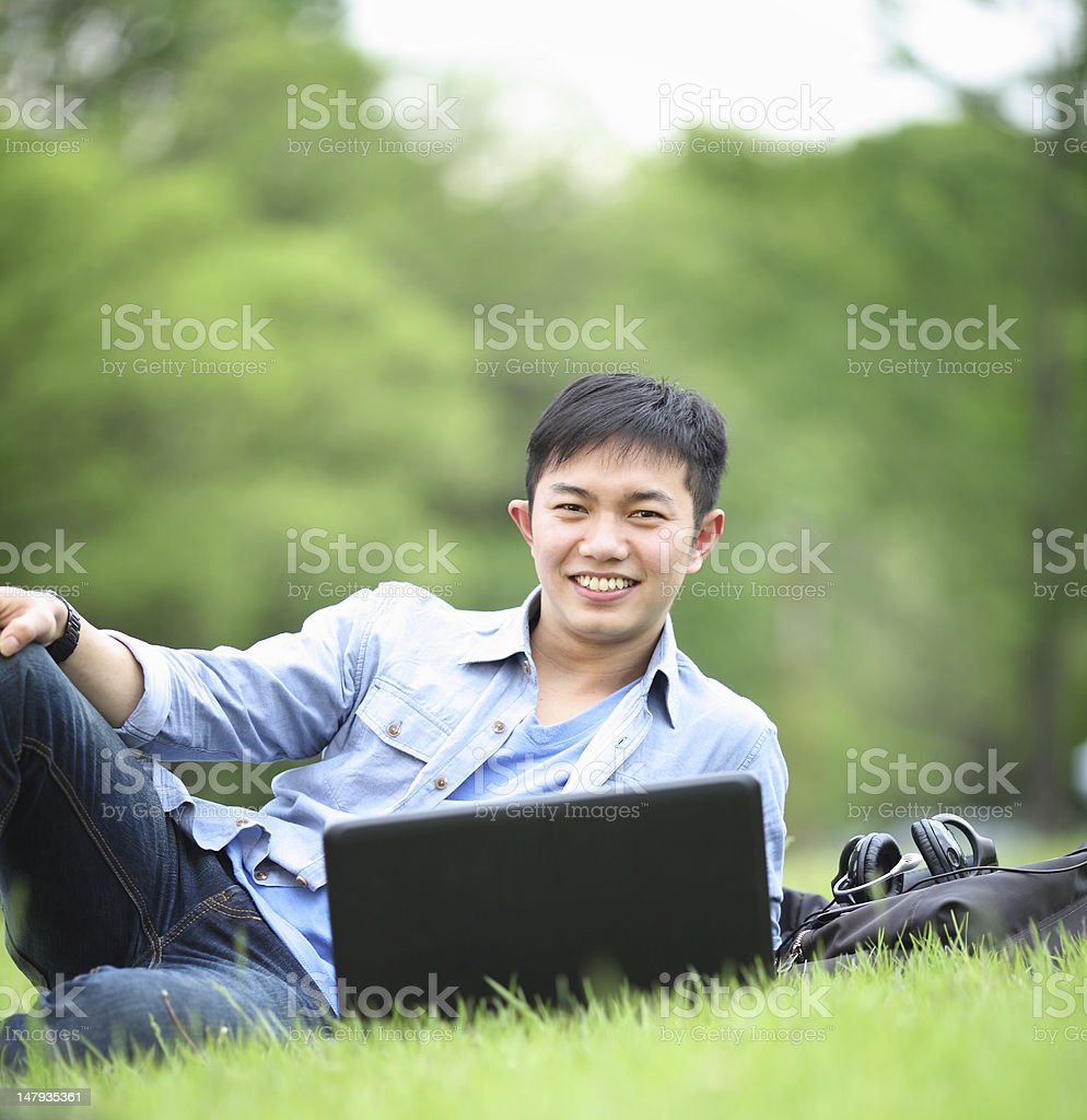 student mit laptop Lizenzfreies stock-foto