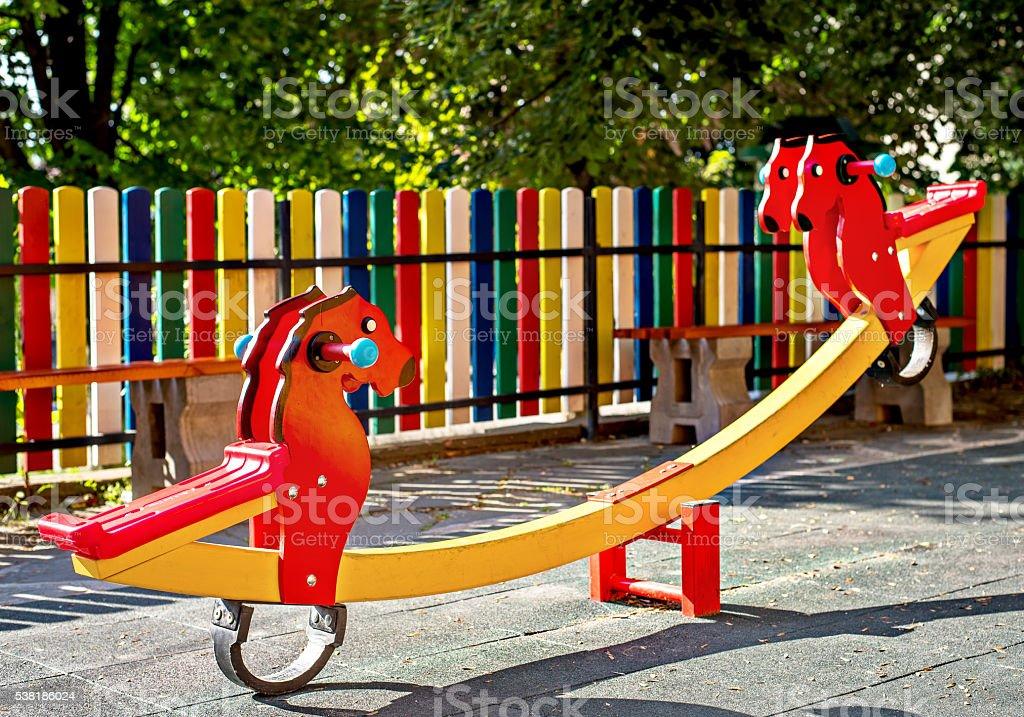 colorido patio de juegos para nios en el parque foto de stock libre de derechos