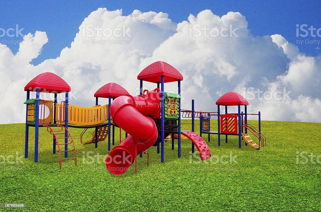 colorido patio de juegos para nios en el jardn con niza cielo de fondo foto de