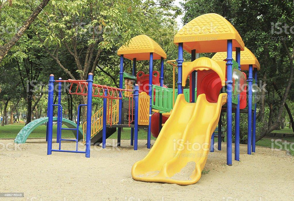 colorido patio de juegos para nios con arena en foto de stock libre de derechos